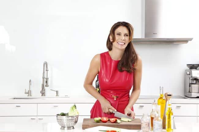 Lizanne Falsetto's Wellness + Beauty Tips (+ Her Aloe Vera Martini Recipe)   HelloNatural.co