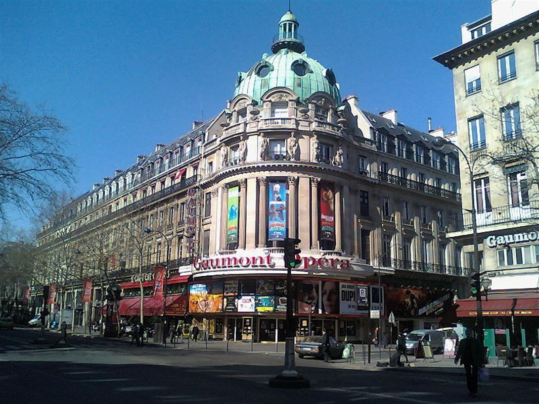le grand rex ein au ergew hnliches pariser kino touristen in paris. Black Bedroom Furniture Sets. Home Design Ideas