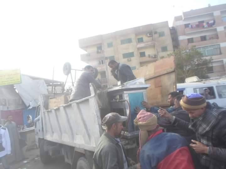 بالصور.. حي حلوان يشن عدة حملات لإزالة الإشغالات بسوق توشكى وشوارع حلوان.