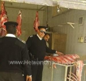 إغلاق محل مجمدات بمدينة 15 مايو بعد ضبطه يبيع لحوم فاسدة للمواطنين