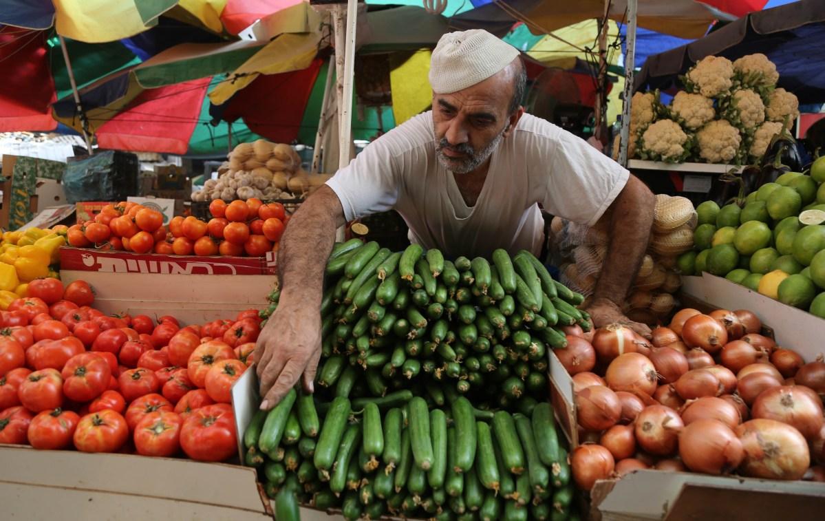 أسعار الخضروات والفاكهة بسوق حلوان اليوم الجمعة 6-5-2016