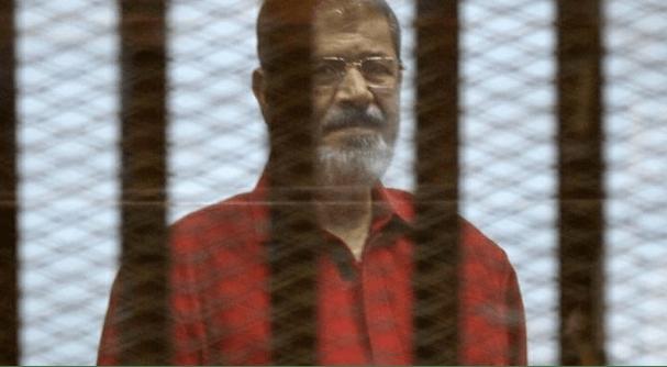 شاهد بالفديو.. سبب تغريم الرئيس محمد مرسي مليون جنيه لأحد القضاة في قضية إهانة القضاء