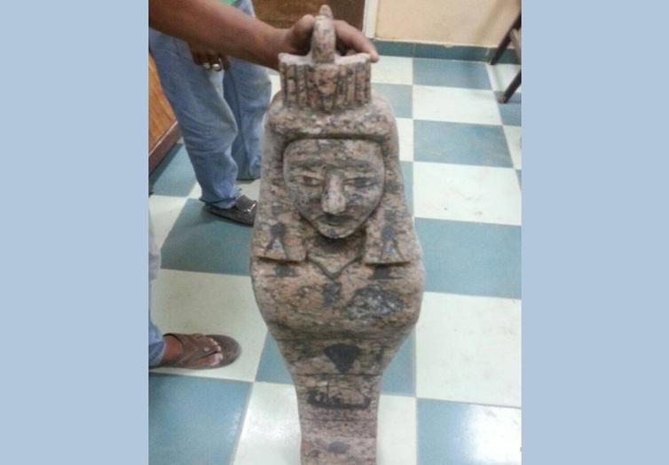 ضبط 3 عاطلين بحوزتهم تمثال أثري فرعوني بطريق حلوان الكريمات