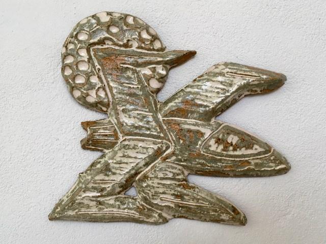 X-Wing, Keramisk relief af Henrik Bruun, 2018.