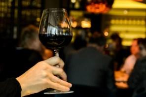 Adega faz happy hour de massas e vinhos