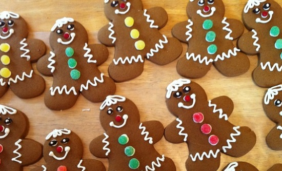 チョコでクッキーをデコ