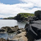 Felsenküste mit Meeresvögeln