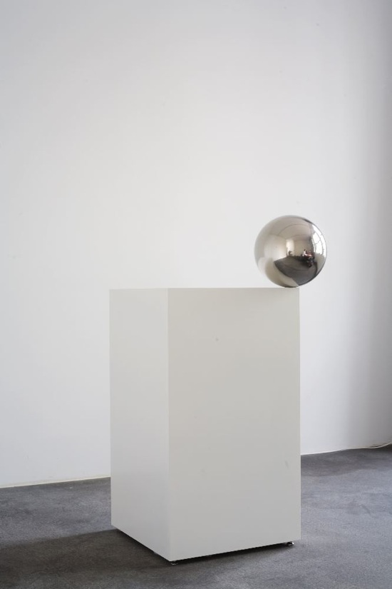 Jeppe HEIN   Ball on Pedestal