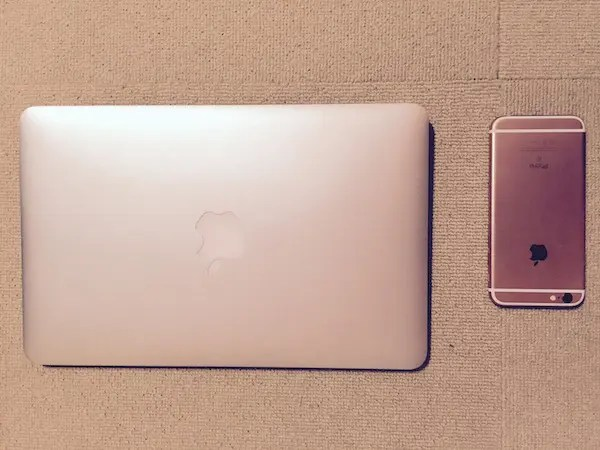 MacBook Air(2015モデル)_and_iPhone