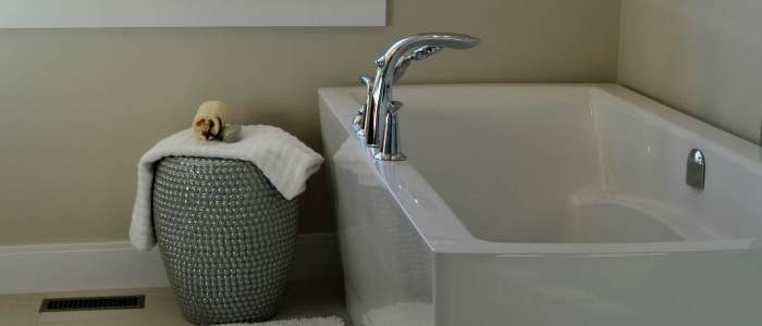 How to Clean a Bathtub and Shower