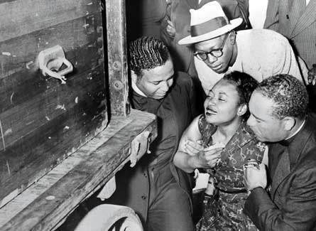 mamie-till-supported-by-friends-at-emmett-tills-funeral_jpg