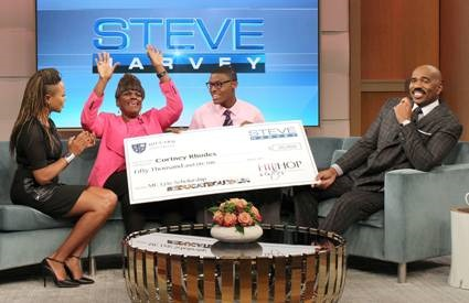 Giving Back Mc Lyte Grants 50 000 Scholarship To A Steve