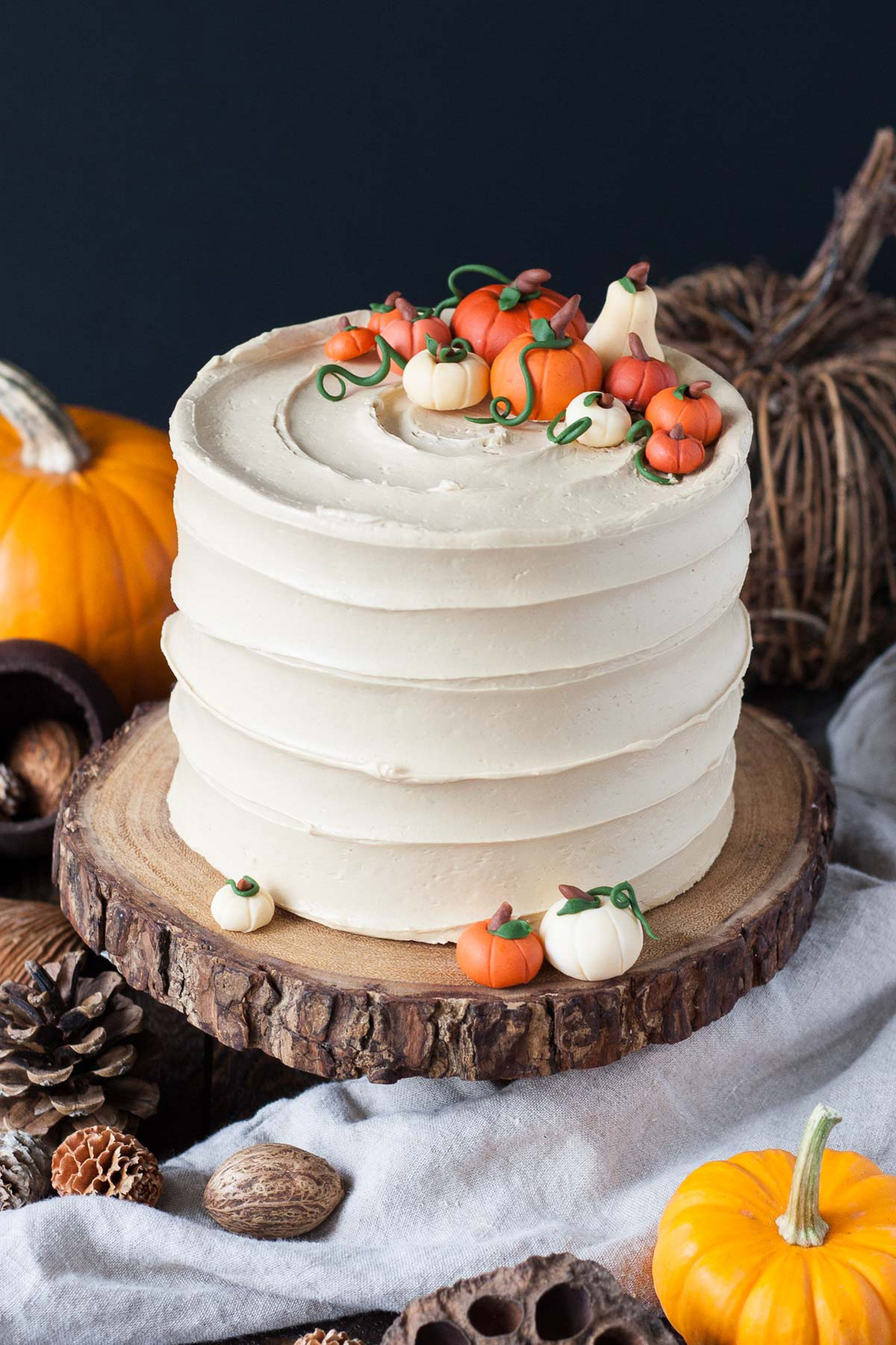 20 Thanksgiving Cake Ideas   Holiday Cake Decorating Ideas for     thanksgiving cakes pumpkin spice