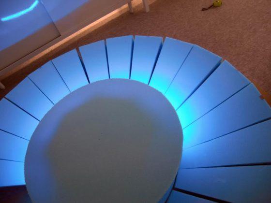 ドラゴンの目玉が完成しました。夜はブルーのLEDライトで光ります。