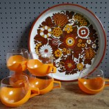 Orange hot mugs with tray