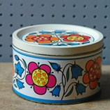 Small vintage sweet tin