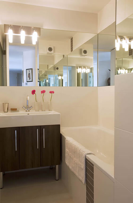 Wrap-around mirrors in a bathroom
