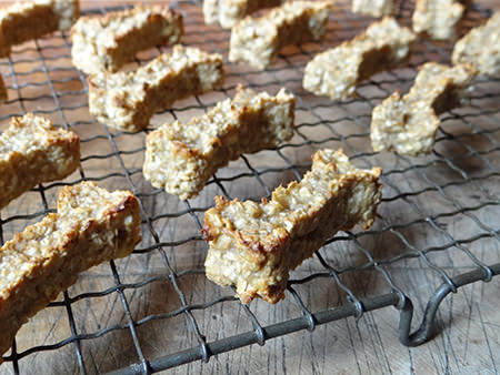 Cakes & Bakes: Peanut butter & banana dog treats