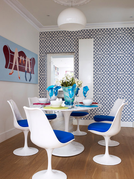 Dining room with tulip chairs with cornflower blue seat pads