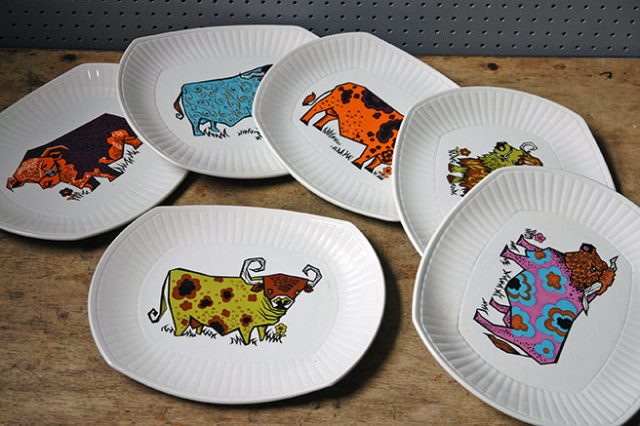 Full set of vintage English Ironstone 'Beefeater' steak plates | H is for Home