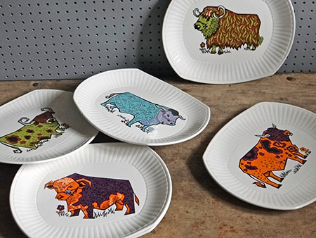 set of vintage Beefeater steak plates