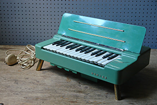 Vintage Organetta Hohner | H is for Home