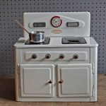 Amersham toy cooker