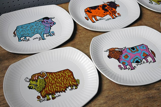 Vintage Beafeater steak plates by English Ironstone Pottery | H is for Home