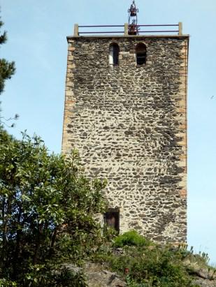 Farahon ou tour à signaux. Origine variable selon les historiens allant des carolingiens au XIIIè.
