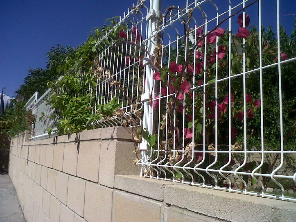 Malla electrosoldada plegada valla para todo jard n piscinas viviendas naves colegios - Cierres de jardin ...
