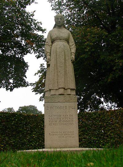 In 1949 werd in Putten een Herdenkingshof met monument onthuld. Te zien is een kalkstenen beeld van een vrouw in klederdracht met haar hoofd gericht naar de Oude Kerk, vanwaar de mannen werden weggevoerd.