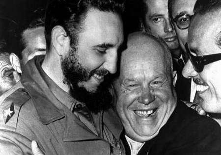 Fidel Castro en Sovjet-leider Chroesjtsjov (r)
