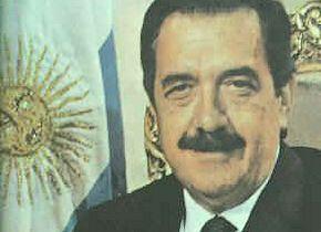 Alfonsín na zijn beëdiging in 1983