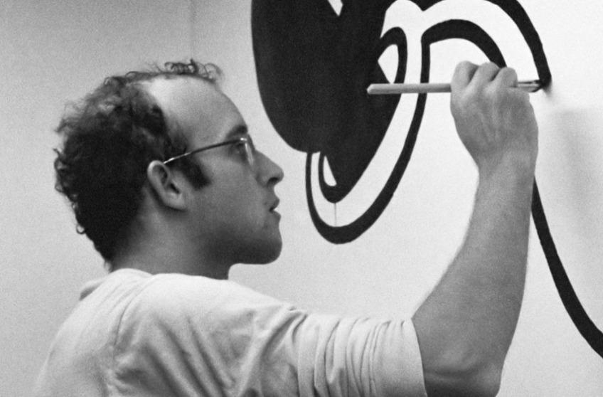 Keith Haring aan het werk in het Stedelijk Museum in Amsterdam 14 maart 1986 (cc - anefo)