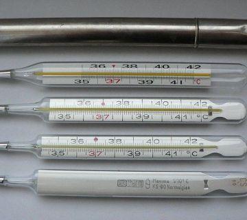 Kwikthermometers waarbij de graden niet in Fahrenheit maar in Celsius weergegeven worden - cc