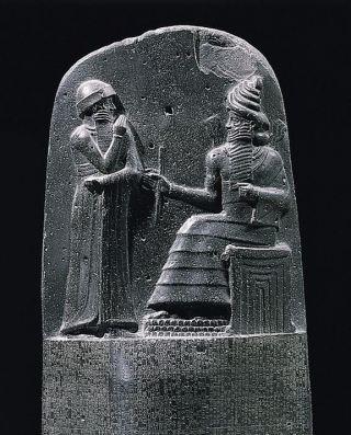 De wetszuil van Hammurabi, te zien in het Louvre in Parijs. Bron: Wikimedia.