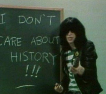 MODERNPLAY-MAG-JOEY-RAMONE-ROCKNROLL-HIGH-SCHOOL-PIC