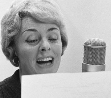 Annie Palmen neemt het nummer Een speeldoos op in de Phonogramstudio in Hilversum (1963)