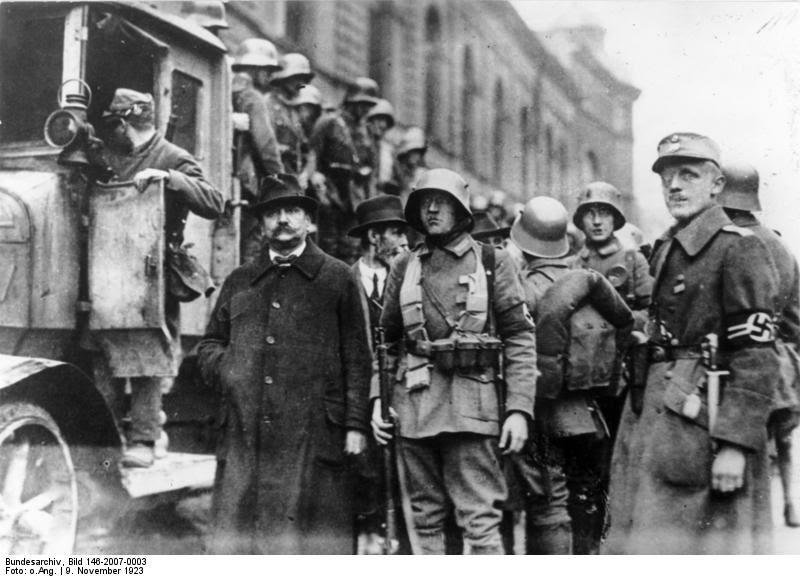 Nazi's worden opgepakt na de mislukte putsch, 10 november 1923. Bron: Bundesarchiv Bild 146-2007-0003