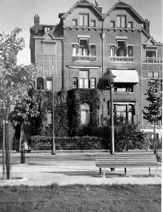 In de woning van zijn oom de notaris (Museumplein 6) kwam het verzet bijeen.