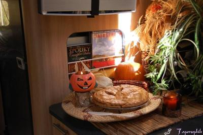 dsc_0020-fall-apple-pie-display.jpg