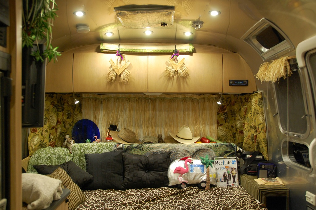 DSC_0035 2007 Airstream Safari interior