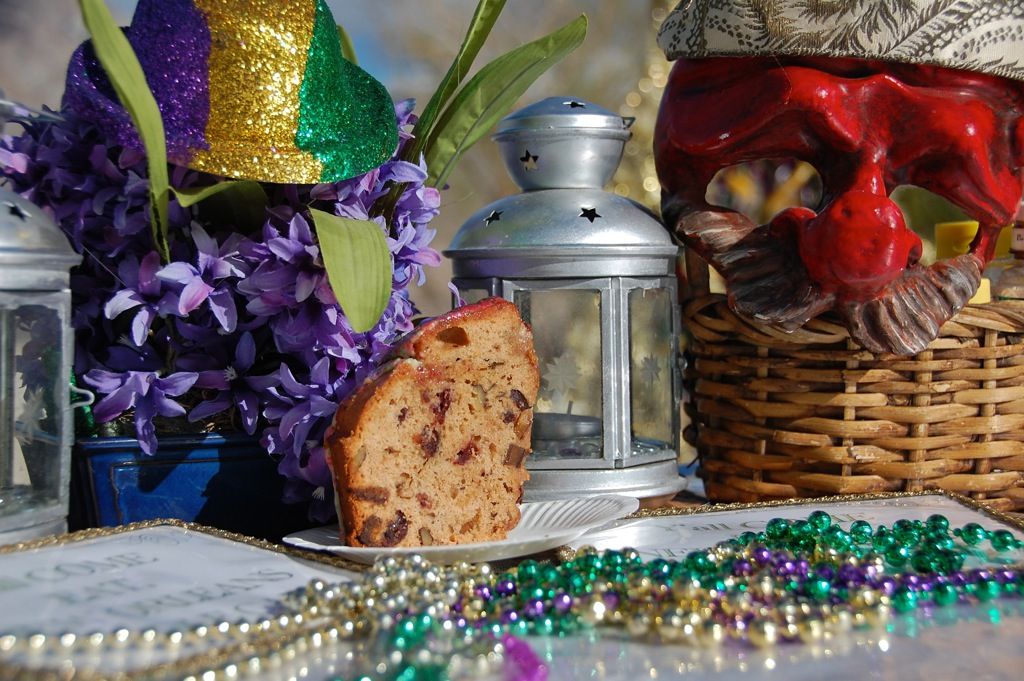 DSC_0102 Panettone on Mardi Gras table