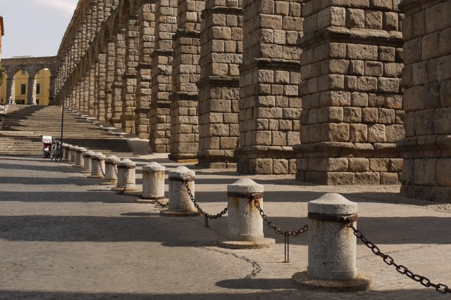 Segovia, Spain (135) – The columns of the Acueducto and the floor below