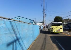 オープン予定地は日吉と南加瀬・新川崎方面を結ぶバス通り沿いにある