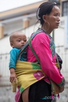 Майка с дете - SAPA