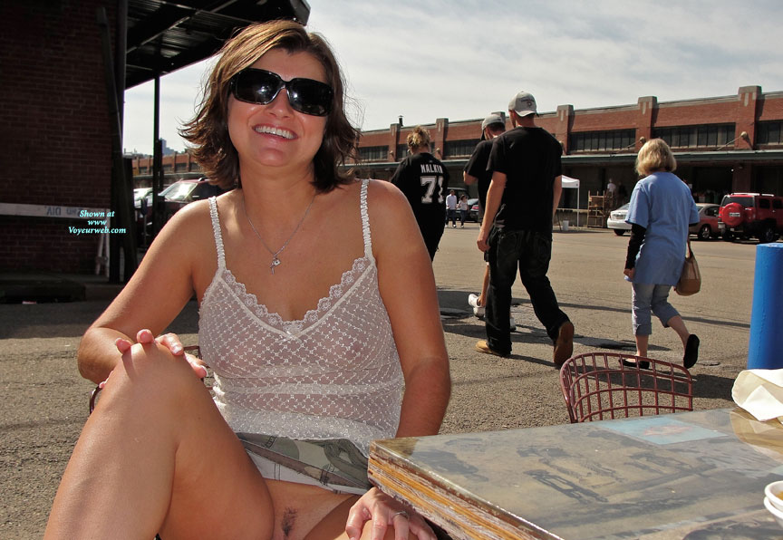 female exhibitionist outdoors
