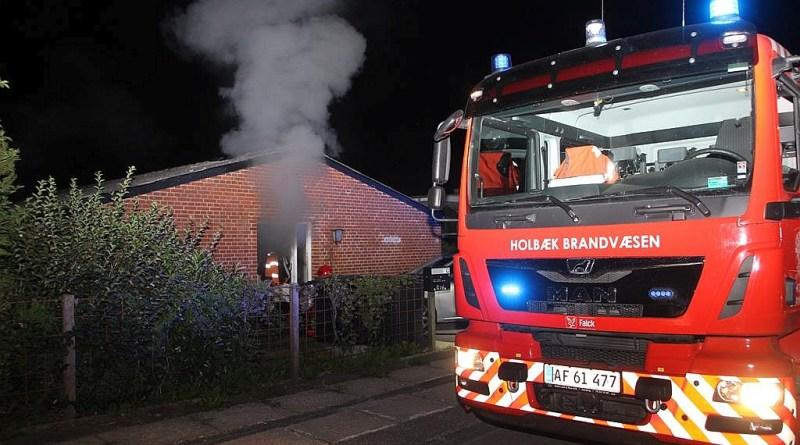 Brand i villa – beboer kørt til sygehuset