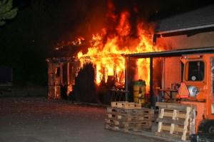 Voldsom brand hos Kommunekram i Holbæk