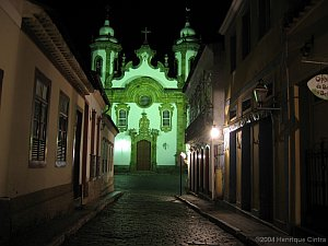 Igreja do Carmo no fim da Rua Getúlio Vargas